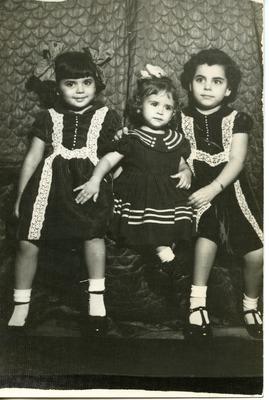 Miriam Isidro Arrango with her sisters