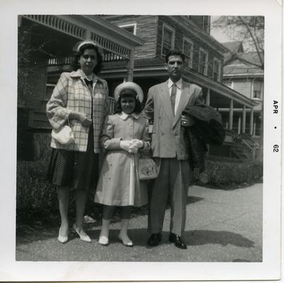 Miriam Isidro Arrango with her parents, Ramón and Herminia Isidro